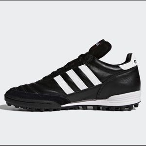 NWOT Men Adidas Soccer turf shoe. Classic Styling
